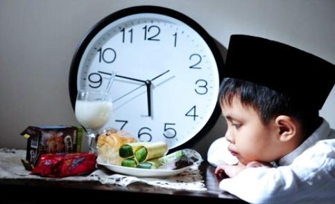 10 Tips Melatih Anak Berpuasa