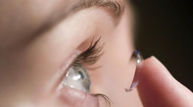 Bahaya Lensa Kontak, Nenek 67 Tahun Tak Sadar Ada 27 Lensa